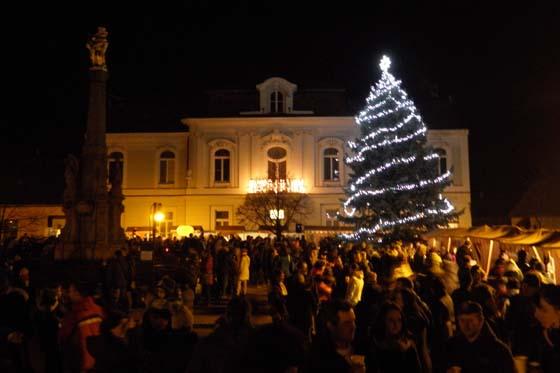 Vrcholem bude rozsvícení vánočního stromu foto  archiv města Valašské  klobouky dbb7d994fd