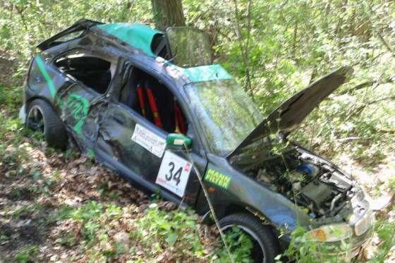 Při rallyslalomu na Luhačovicku havaroval závodní vůz