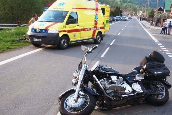V Lidečku těžce havaroval motorkář. S vážným zraněním jej do ostravské nemocnice přepravil vrtulník