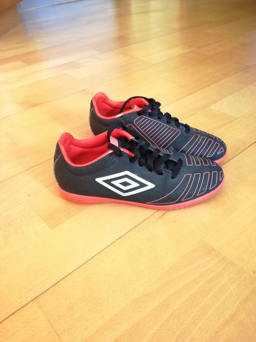 """Prodám sportovní obuv """"sálovky"""" znáčky UMBRO Velikost EU 32 (UK 2) málo  nošené e592440028"""
